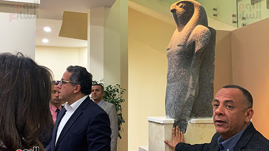 وزير السياحة والآثار يتفقد المتحف وقاعة العرض (10)