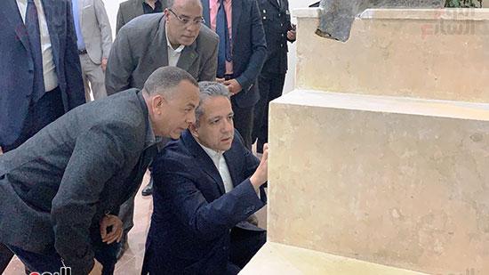 وزير السياحة والآثار يتفقد المتحف وقاعة العرض (5)