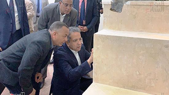 وزير السياحة والآثار يتفقد المتحف وقاعة العرض (7)