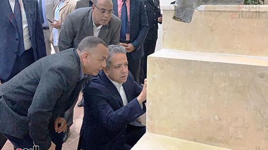 وزير السياحة والآثار يتفقد المتحف وقاعة العرض (6)