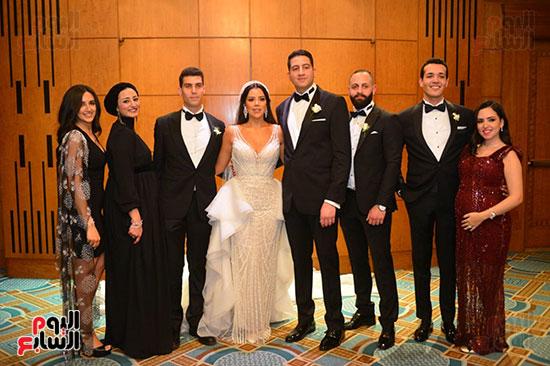 العروسين وآخرين