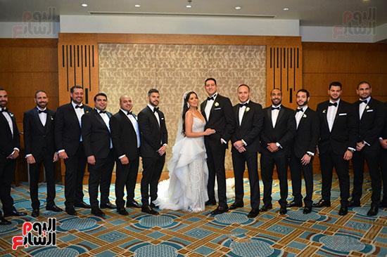 جانب من الحضور مع العروسة والعريس