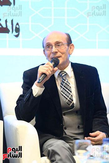 محمد صبحي يبدأ ندوته بمعرض الكتاب (2)