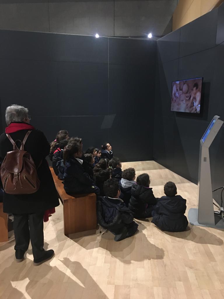 المتحف القومى للحضارة المصرية يستقبل طلاب مدرستين بالقاهرة (1)
