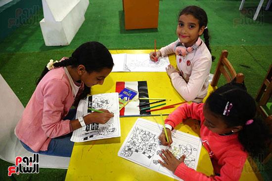 مشاركة الأطفال بورش الرسم