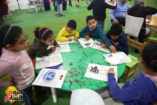 مشاركة الطفال بورش الرسم