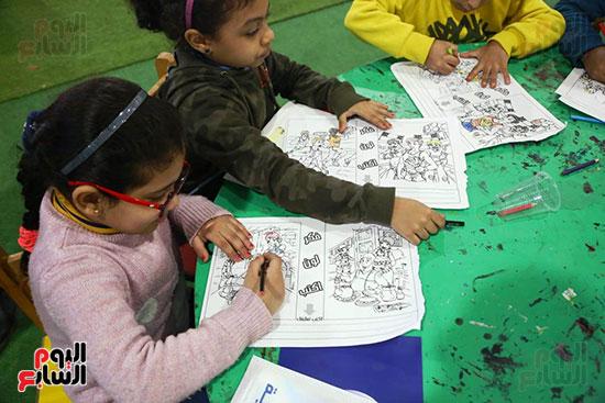 ورش تلوين للأطفال بمعرض الكتاب