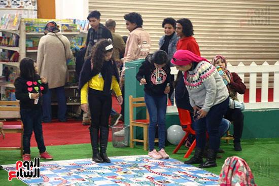 السلم والثعبان لعبة للأطفال بمعرض الكتاب