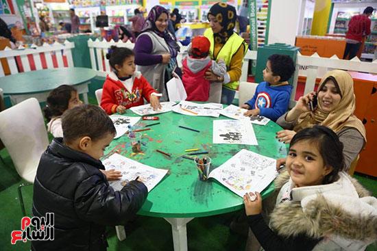 ورش رسم للأطفال بمعرض الكتاب