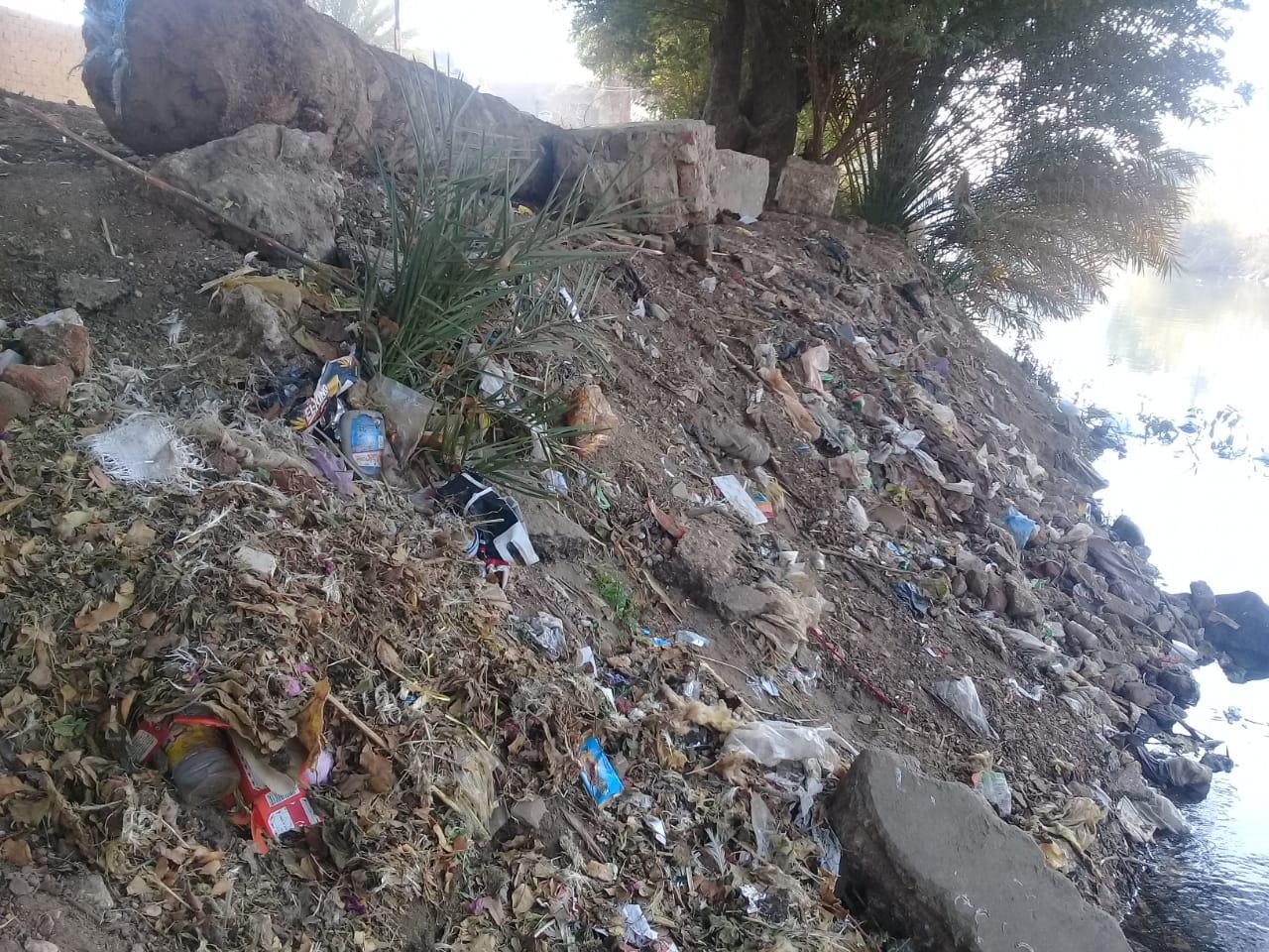تراكم تلال القمامة (1)