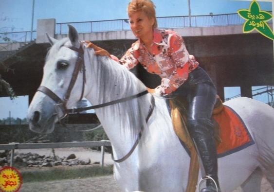 على الحصان