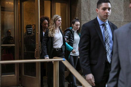 الشاهدة جيسيكا مان لحظة مغادرة المحكمة