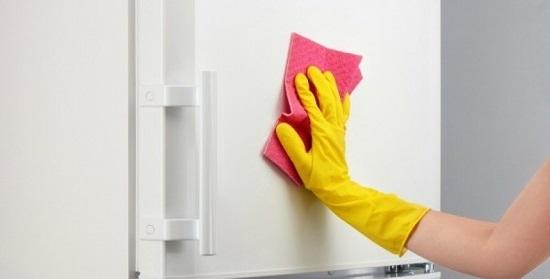 طرق مختلفة لتنظيف الثلاجة