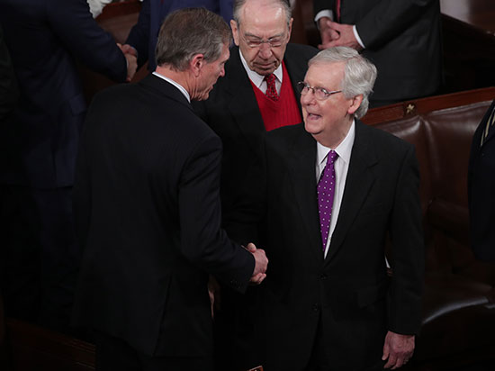 زعيم الأغلبية فى مجلس الشيوخ ماكونيل