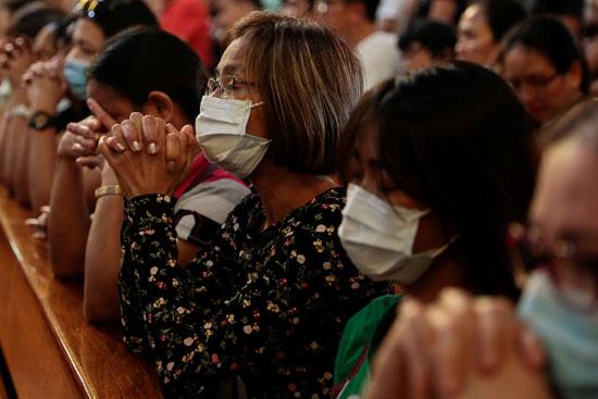 صلوات-الفلبينيون-فى-الكنيسة