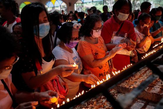 الصلاة-على-اضواء-الشموع