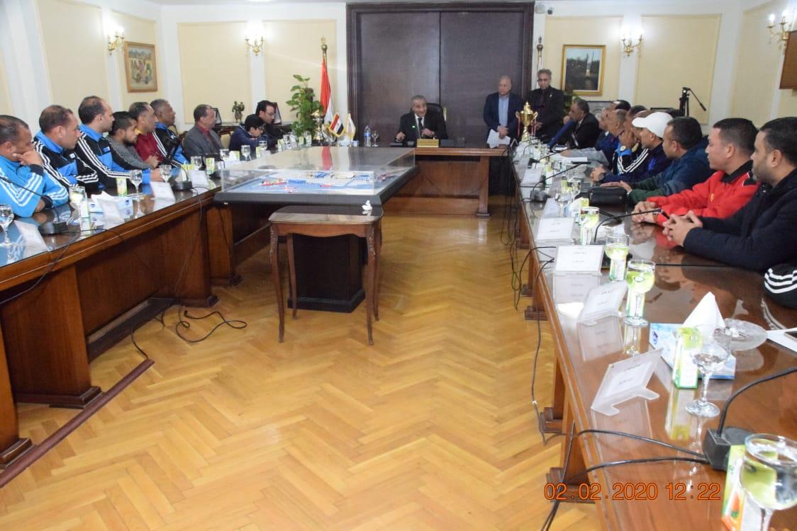 وزير التموين يكرم  أعضاء  اللجنة الرياضية بالوزارة (8)