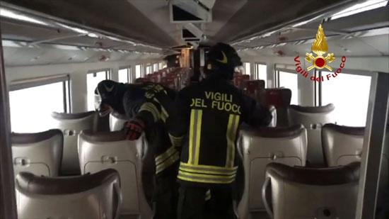 قوات-الانقاذ-فى-القطار