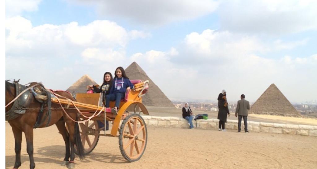 أبناء شهداء الشرطة في رحلة إلى الأهرامات (4)