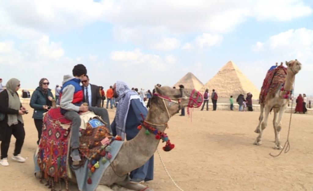 أبناء شهداء الشرطة في رحلة إلى الأهرامات (5)