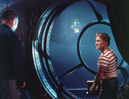 Kirk Douglas فيلم 20,000 Leagues Under the Sea عام 1954