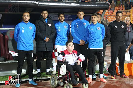 المشجع الزملكاوي مع لاعبي الفريق خلال النشيد الوطني