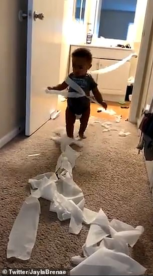 أثناء لعب الطفل