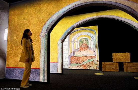 لوحة لفان جوخ بخاصية ثلاثى الأبعاد