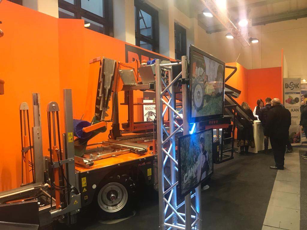 ماكينة بيوما بمعرض فروت لوجستيكا