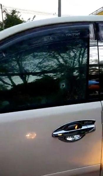 آثار اطلاق النار على سيارة