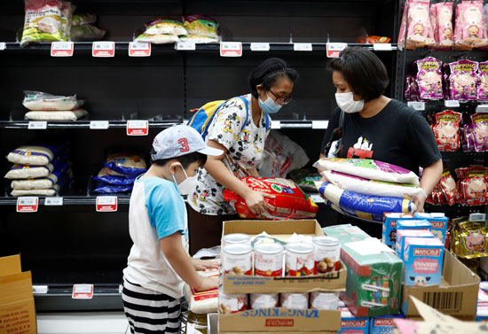 اقبال كبير على المواد الغذائية خوفا من كورونا
