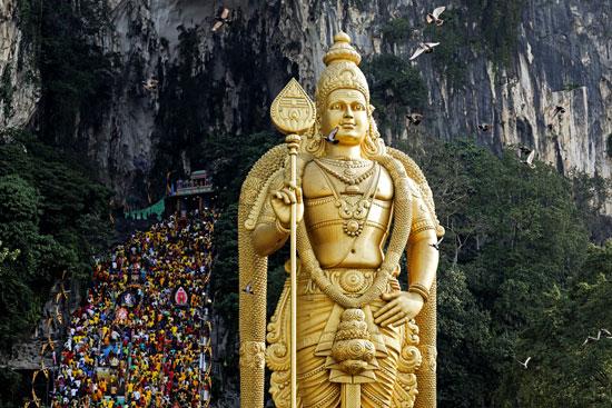 2020-02-08T041950Z_741964628_RC24WE9C6K5O_RTRMADP_3_RELIGION-THAIPUSAM-MALAYSIA