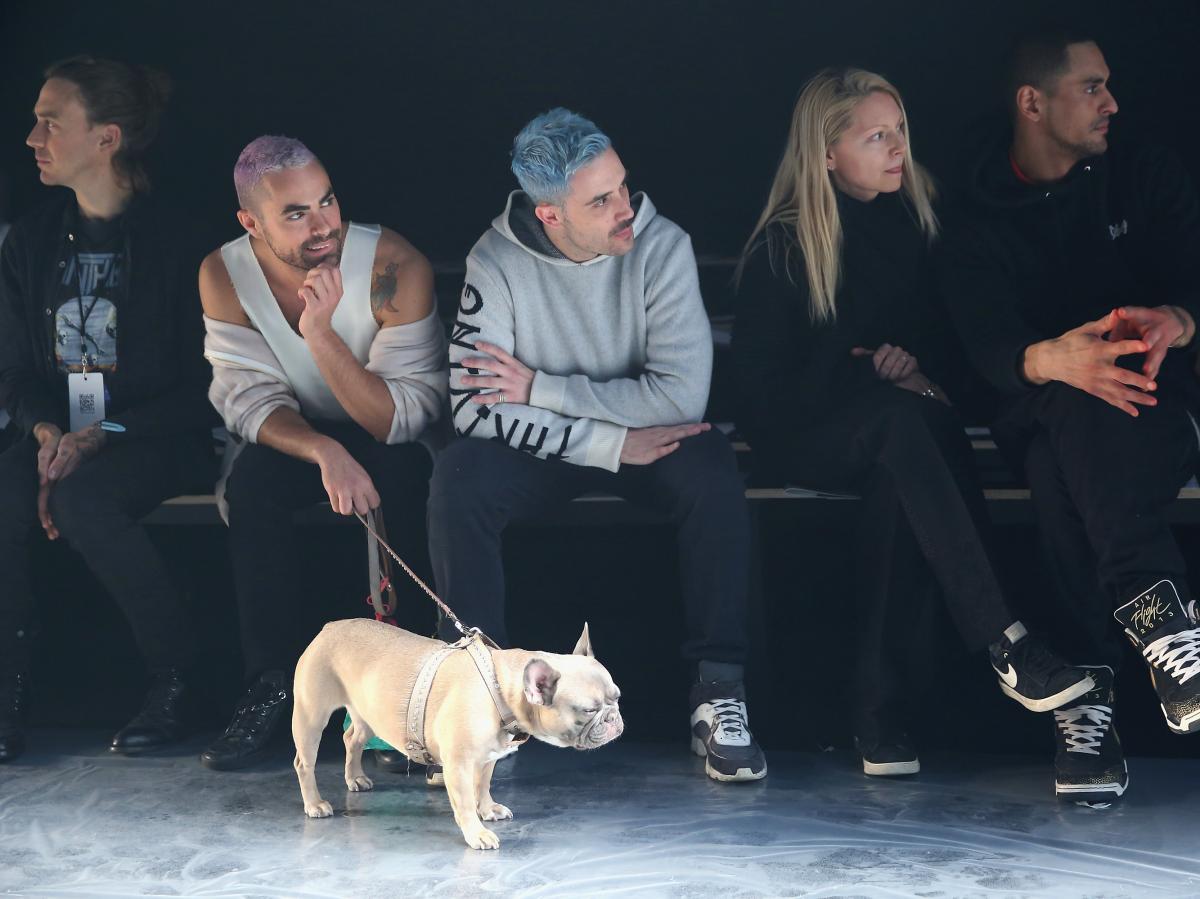 اصطحاب الكلاب فى أسبوع الموضة بنيويورك
