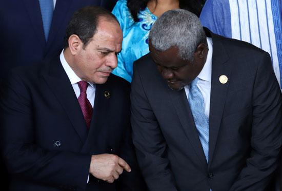 الرئيس عبد الفتاح السيسى يتحدث مع رئيس مفوضية الاتحاد الأفريقي موسى فكى محمد