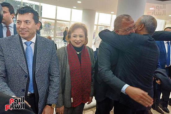 محلب-وعدد-من-الوزراء-والممثلين-باحتفالية-مستشفى-الناس-بالقليوبية-(11)