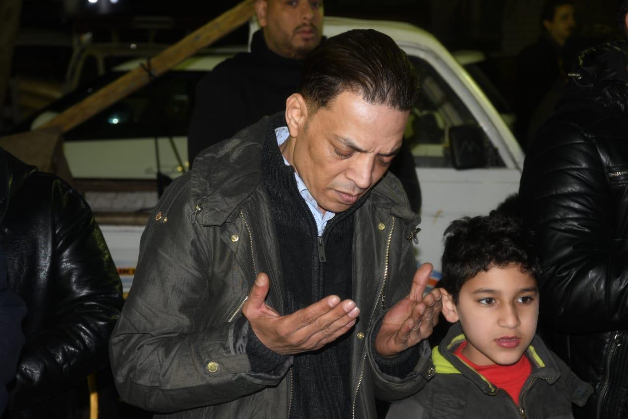 طارق الشيخ وعلامات الحزن على وجهه
