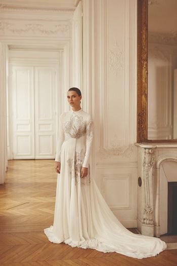 فستان زفاف برقبة عالية