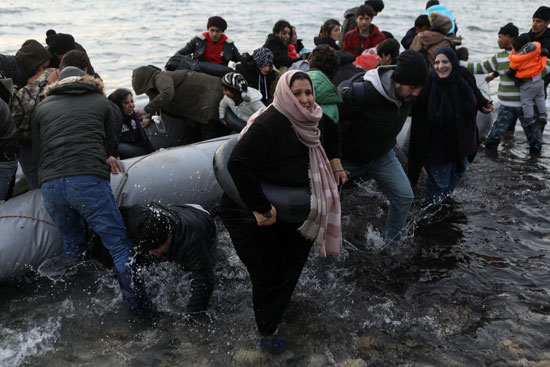 لاجئون-يستعدون-للرحيل-إلى-اليونان-عبر-البحر
