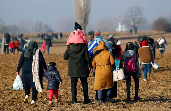لاجئون-فى-طريقهم-للحدود-مع-أوروبا