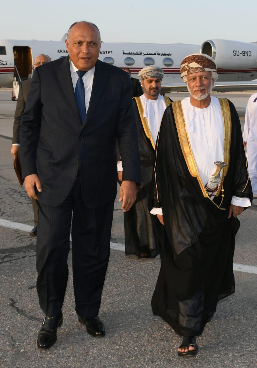 وزير الخارجية سامح شكرى يصل سلطنة عمان
