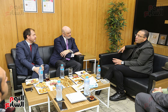 زيارة السفير الاسبانى لمقر اليوم السابع (3)