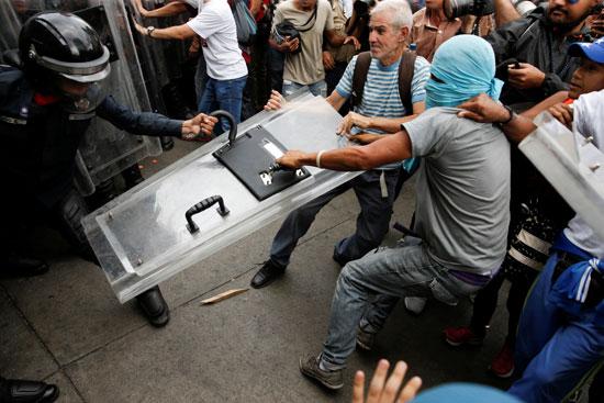 جانب من أعمال العنف فى فنزويلا