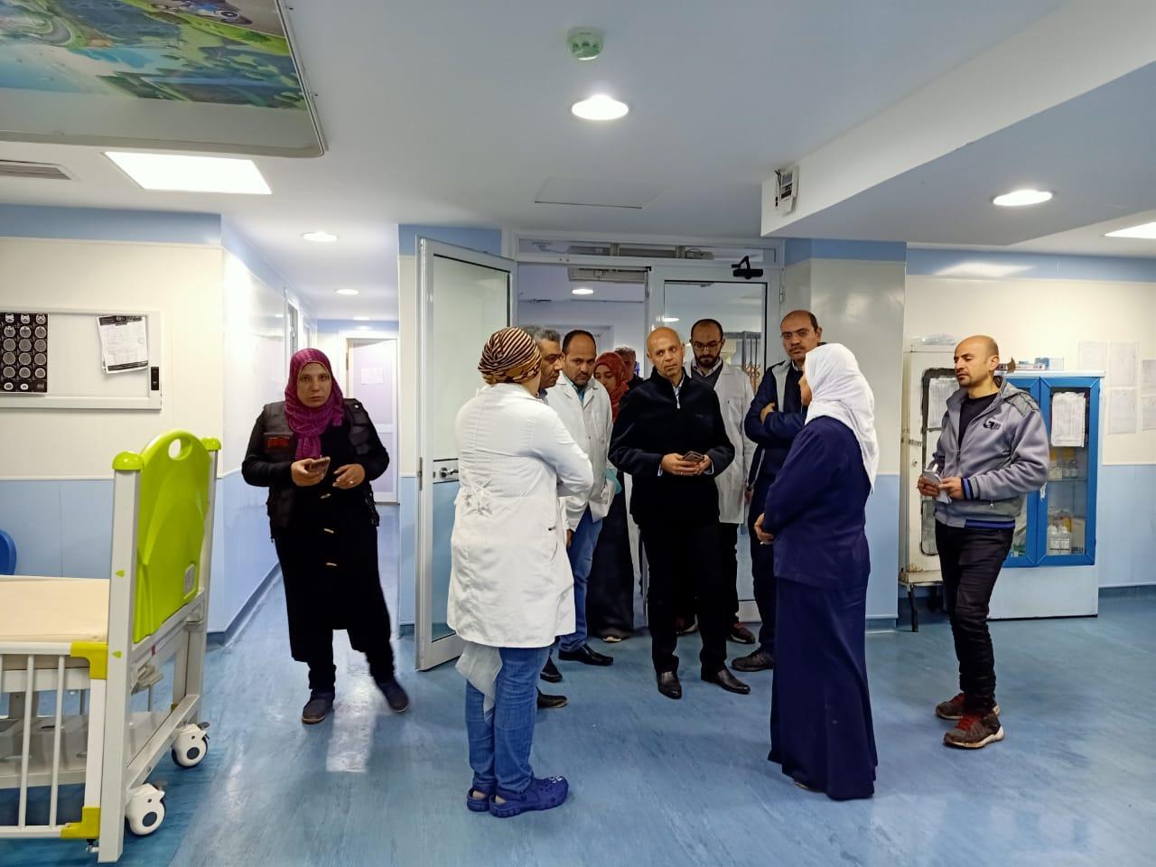 مرور مفاجئ لوكيل صحة الشرقية على المستشفيات لمتابعة التأمين الطبى  (1)