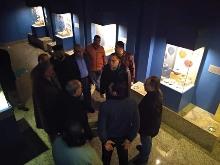 محافظ الشرقية خلال انتقاله لمتحف تل بسطه (4)