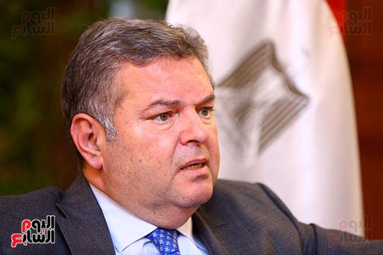 وزير قطاع الأعمال هشام توفيق مع اليوم السابع (12)