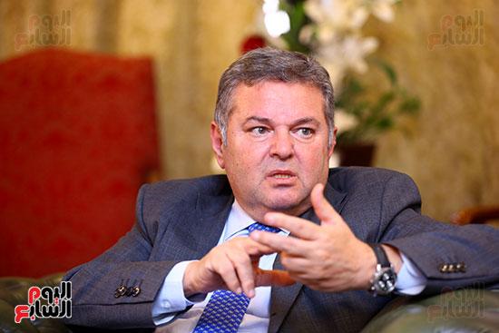 وزير قطاع الأعمال هشام توفيق مع اليوم السابع (17)