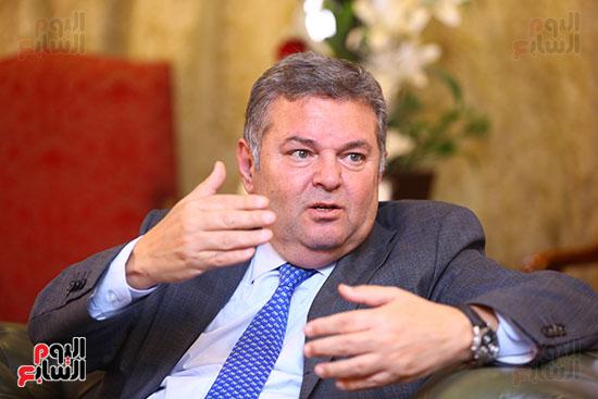 وزير قطاع الأعمال هشام توفيق مع اليوم السابع (15)