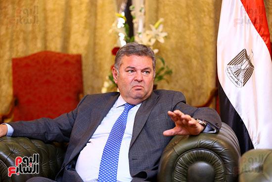 وزير قطاع الأعمال هشام توفيق مع اليوم السابع (4)