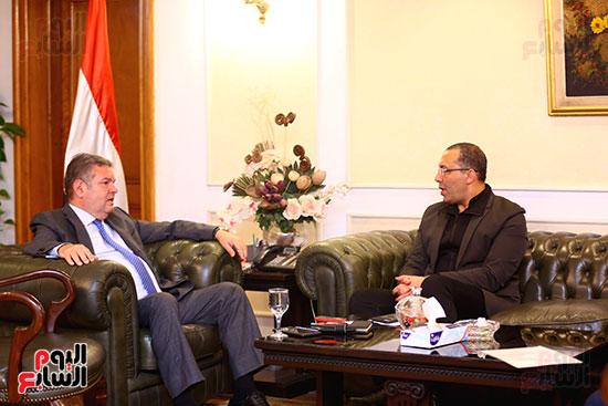 وزير قطاع الأعمال هشام توفيق مع اليوم السابع (5)