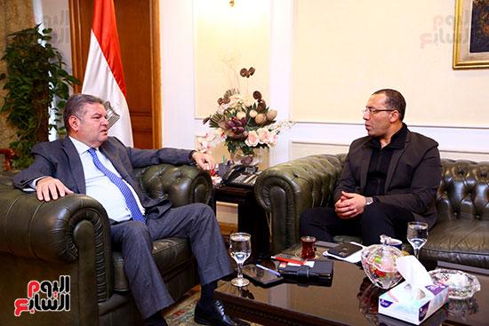 وزير قطاع الأعمال هشام توفيق مع اليوم السابع (8)